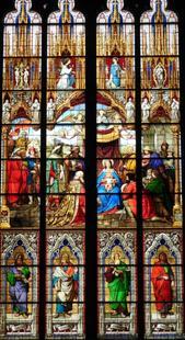 Abb. 3 Die vier Großen Propheten Jesaja, Jeremia, Ezechiel und Daniel erscheinen als Zeugen, die Christus angekündigt haben. Parallel zu ihnen werden im Nebenfenster die vier Evangelisten dargestellt, die von Christus berichten (eines der sog. Bayern-Fenster des Kölner Doms; 19. Jh.).