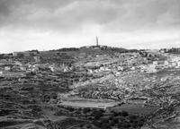 """Matson Photo Service: """"Distant view, Bethany & Olivet from Abu Dis slope, for 'Life of our Lord'"""", aus der G. Eric and Edith Matson Photograph Collection, Library of Congress Prints and Photographs Division Washington, D.C., USA (http://hdl.loc.gov/loc.pnp/matpc.12774, Zugriff: 3.7.2018), Public domain"""
